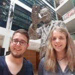 Lisa Karsten und Marco Almstädt der Jusos Düren vor der Willy Brandt Statue