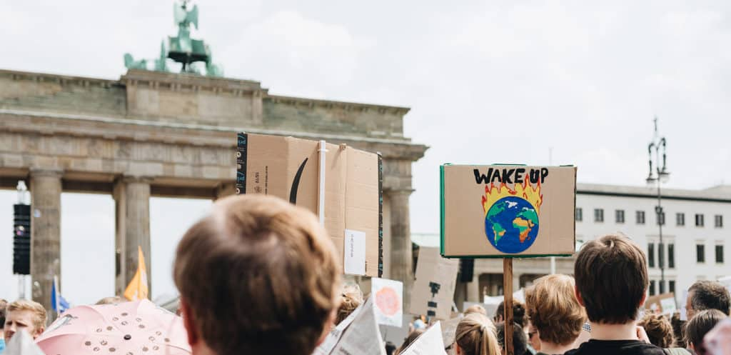 Demonstrierende Menschen bei Fridays for Future